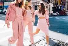 粉色外套里面搭配什么颜色好看(粉色外套配色