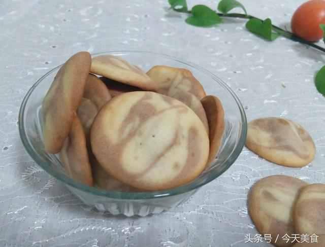做蛋挞剩下的蛋清不要扔掉,可以轻松做出外酥里嫩的蛋白饼干!