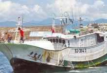 台湾渔船挂五星红旗及碰见大陆军舰?以后渔船改挂五星红旗