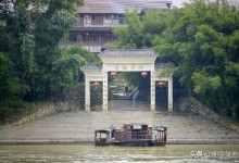 中国唯一在水上的古镇, 至今不通车、不修桥, 只有坐船才能到达