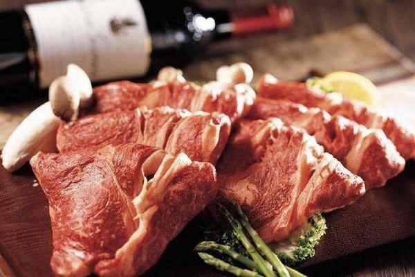 """""""假牛肉""""是怎么做成的?看到原材料后,再也不买便宜牛肉了"""