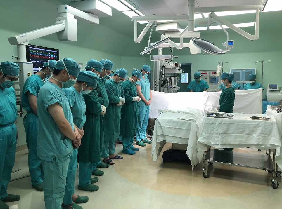 两岁男孩捐器官救人事件始末 天使男孩意外离世父母捐献器官连