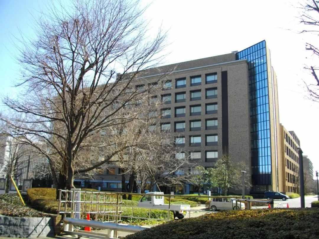 日本撤侨官疑自杀怎么回事 日本撤侨官疑自杀年龄个人资料现场