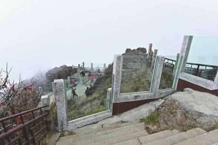 峨眉山景区装防轻生玻璃墙怎么回事?峨眉山景区为何装防轻生