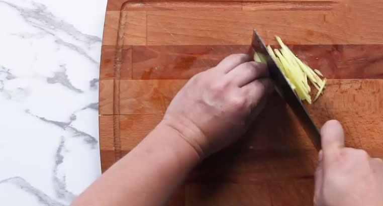 丝瓜怎么做 家常菜之炒丝瓜的做法