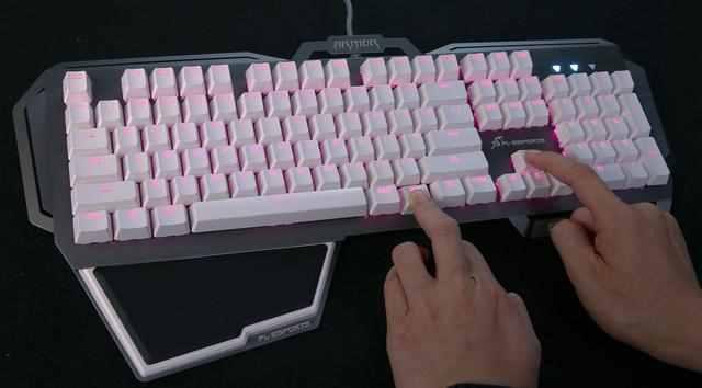 背光键盘怎么开灯?彩虹混光机械键盘如何调节灯光