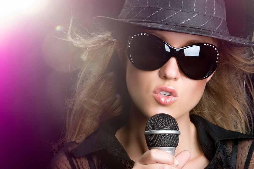 歌手是怎么赚钱的?歌手出一首歌怎么赚钱