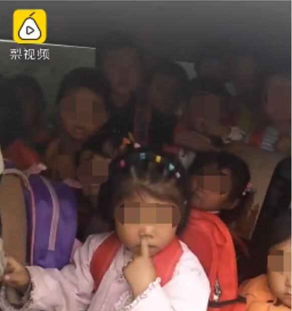 7座小车塞进33名幼童当校车是真的吗 现场视频画面曝光太恐怖了