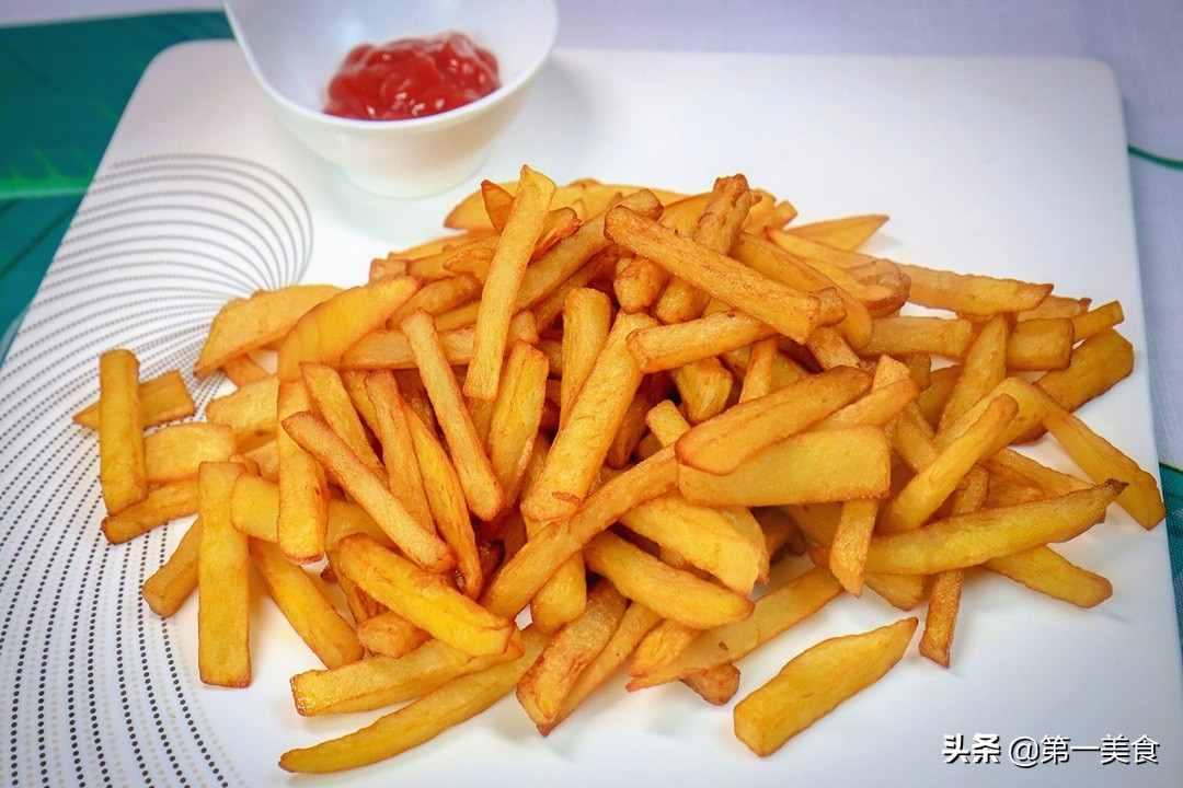 家常炸薯条做法,一煮一冻、酥脆可口不回软,比肯德基的还好吃