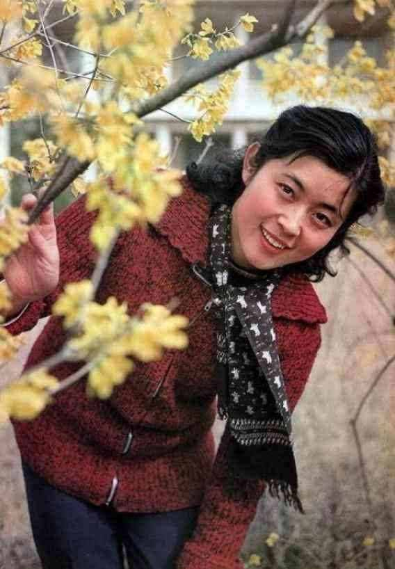 陈凯歌和倪萍同居6年,为何最后娶了陈红?看照片你就懂了