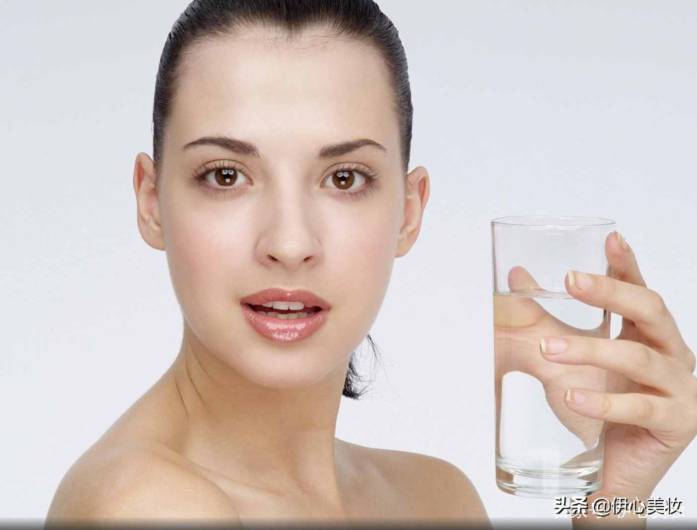 毛孔粗大怎么缩小?掌握这4个技巧,不仅毛孔变小,皮肤也更白