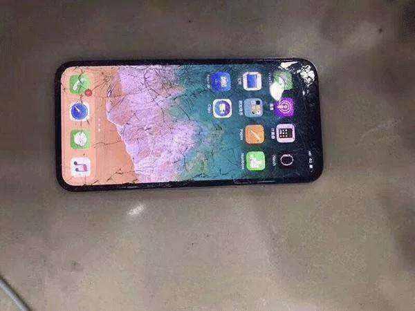 iPhoneX官方换屏报价太狠?华强北:680块就够了!