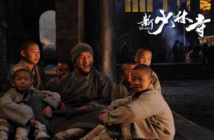 """《新少林寺》一把火烧掉两千万,成龙""""让位""""给刘德华,吴京最惨"""